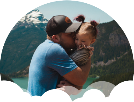 empresário feliz cuidando da filha na viagem